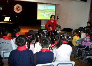 The delegation visited a third grade music class at Aiju Elementary School, a private music and art school in Shanghai, China.