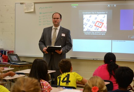 Tom Oldakowski speaks on jury selection to the Slauson sixth graders.