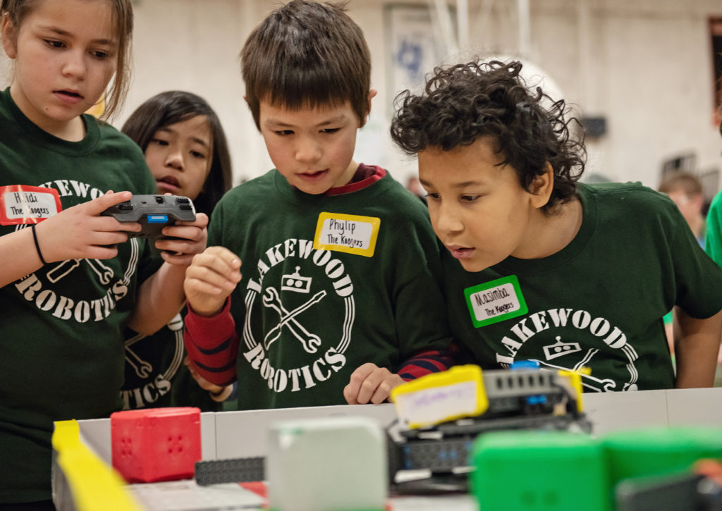 Lakewood robotics competitors from 2019